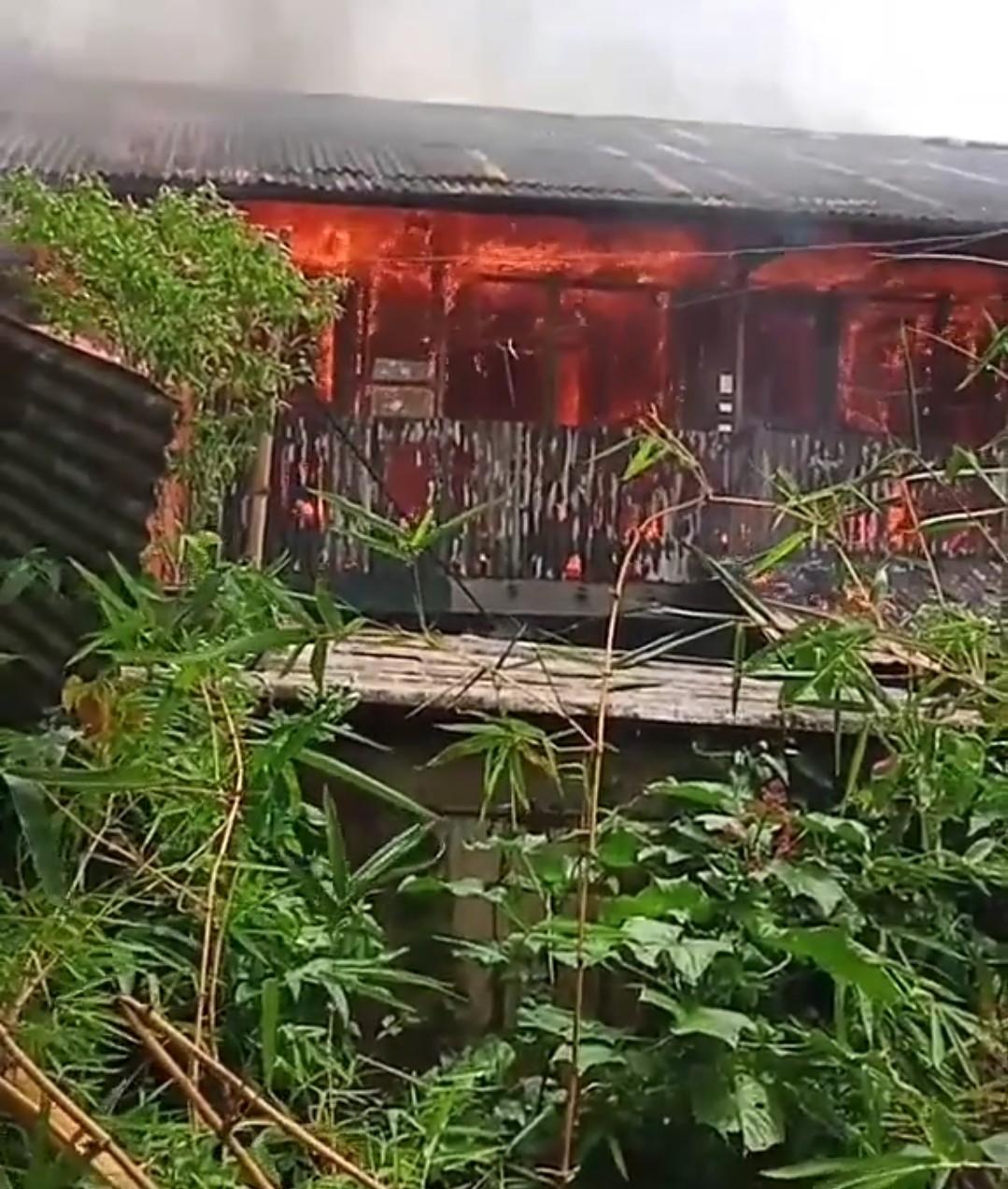 Polisi Tangani Kasus Kebakaran 8 Petak Kamar Kost Di Jalan Samudera Maya Kelurahan Mandala Distrik Jayapura Utara Telusur Kabar Patroli